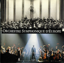 Orchestre Symphonique d'Europe en habits classiques et habits grand écran.